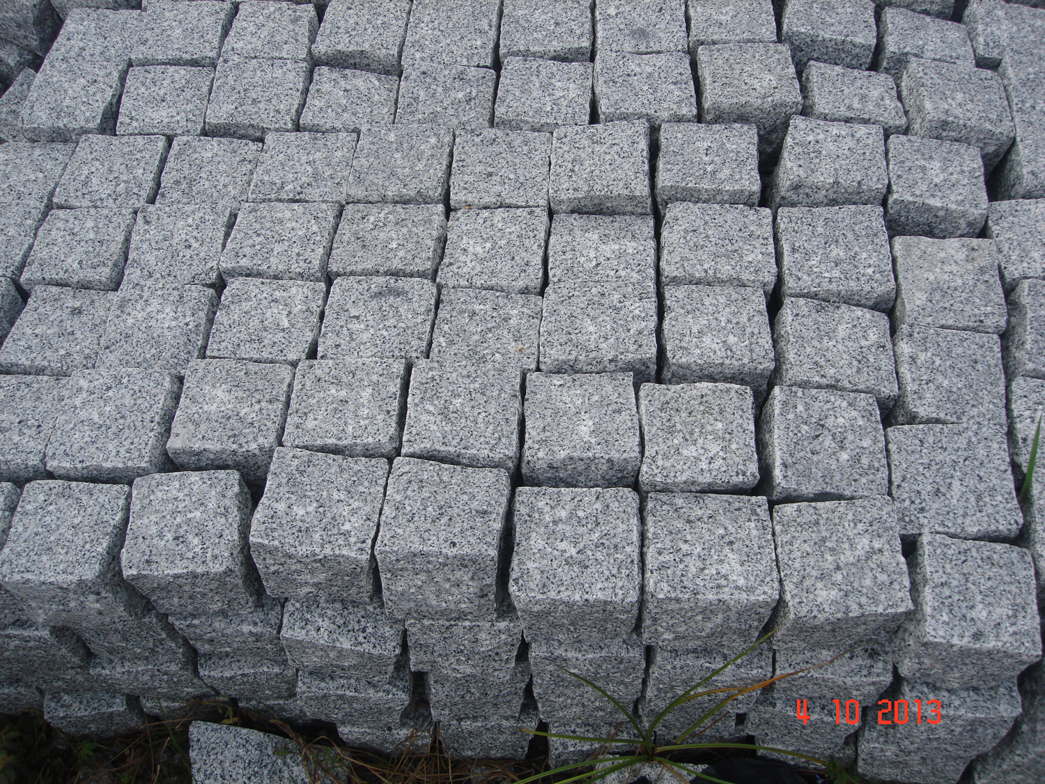 Grey granite cubic_10x10x8_Hand-worked