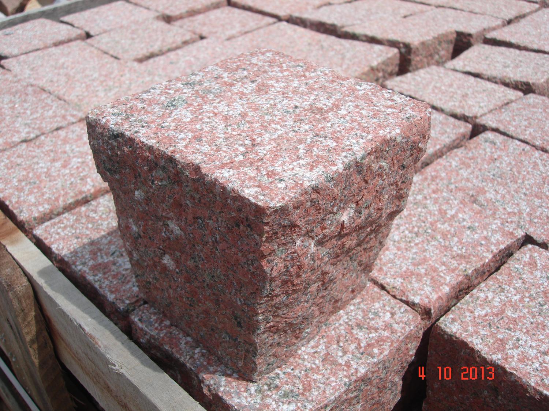 Red granite cubic_10x10x10_Bush hammered