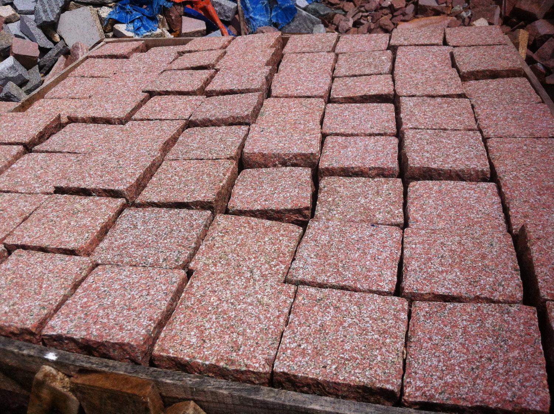 Red granite cubic_Bush hammered